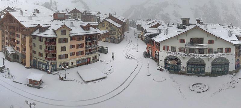 Verse sneeuwval in Arc 1950. Dit zou wel eens de basis kunnen worden voor het skiseizoen. Bron: http://m.webcam-hd.com/arc-1950-le-village/arc-1950-clocher