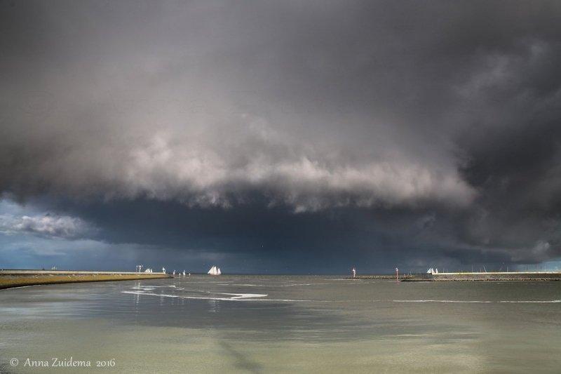 vanwege de buien waren de wolkenluchten ook weer fraai om te worden gefotografeerd. Deze schitterende foto werd gemaakt door Anna Zuidema.