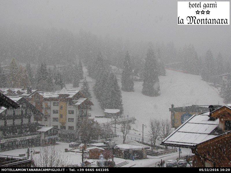 In Madonna di Campiglio, gelegen aan de Alpenzuidkant in de föhn schaduw, sneeuwde het gisteren zelfs al vanaf 1400 meter. Bron: facebook Alpenweerman