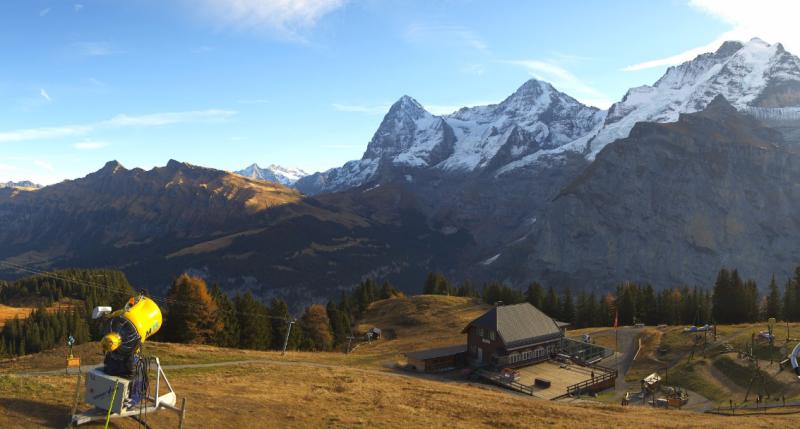 Enkel de hoge toppen zijn momenteel bedekt met een laag sneeuw. Volgende dagen zal dit drastisch veranderen en krijgen de hele Alpen een dikke witte laag. Bron: http://www.roundshot.com/