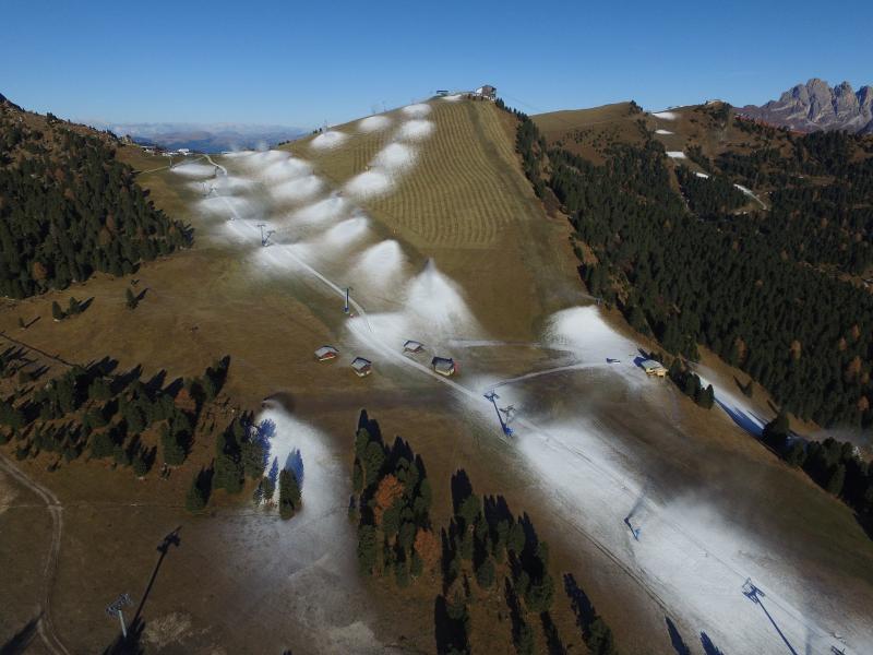 Sneeuw spuiten in Val Gardena. Komend weekend wordt hier veel neerslag verwacht. Bron; twitter Alpenweerman