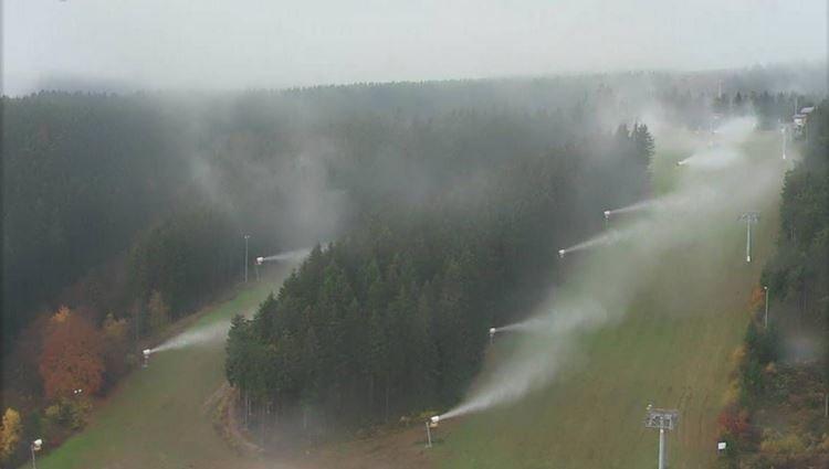 Donderdag draaiden de sneeuwkanonnen al even op proef in Winterberg. Bron: Bergfex