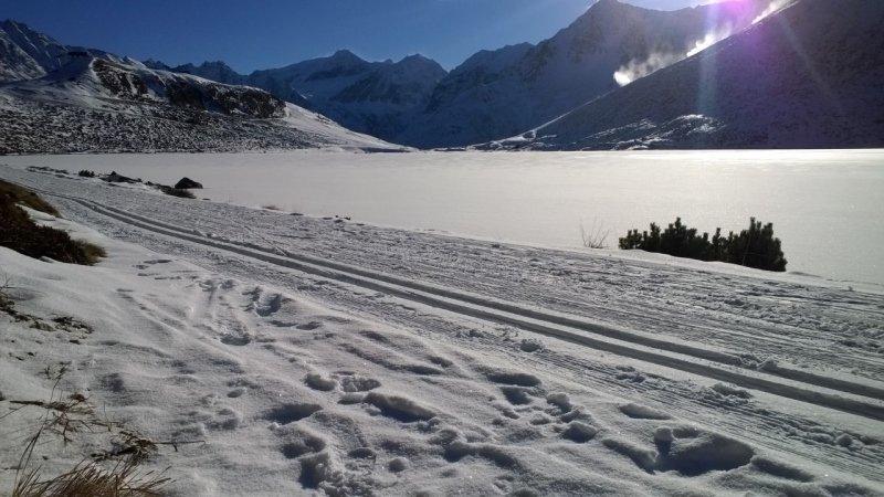 Mooie winterplaat uit Pitztal waar het meer volledig bevroren is. Bron: Jan van Soest