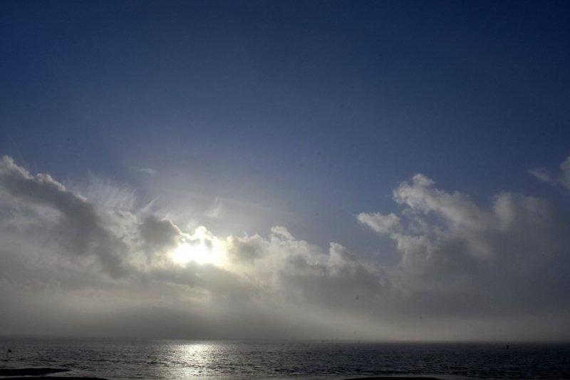 de zon kwam er in het noordwesten al vrij snel bij gisteren. De foto werd gemaakt door Sytse Schoustra