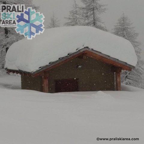 Prachtige foto uit Prali ski area in Piemonte op 1450 meter waar een pak sneeuw gevallen is de afgelopen dagen. Bron: twitter Alpenweerman