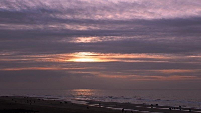 de zon ging fraai onder gistermiddag. De foto werd gemaakt door Sjef Kenniphaas.