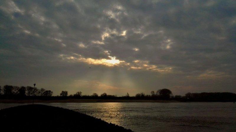 de dag begon nog met een beetje kleur, maar daarna was het veelal grijs... De foto werd gemaakt door Joyce Derksen.
