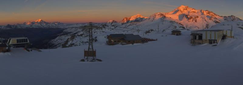 Prachtige zonsondergang met zicht op de Mont Pourri, Mont Blanc en Bellecôte vanuit La Plagne. Bron: bergfex.com