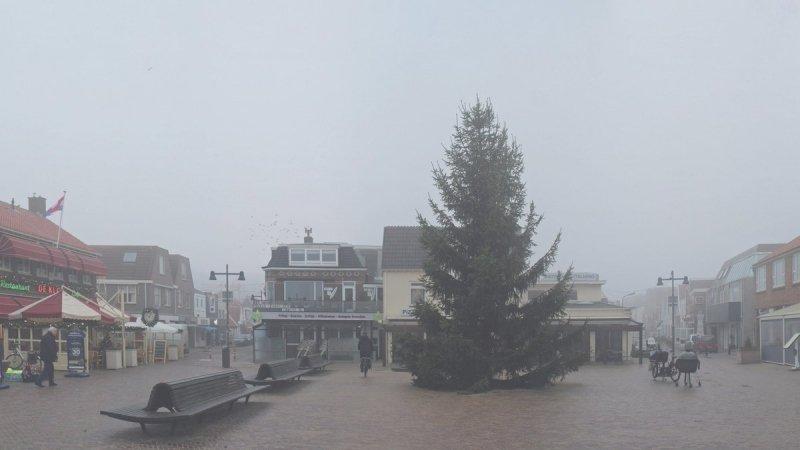in het grootste deel van het land was het gisteren grijs, bewolkt, nevelig en mistig. De foto werd gemaakt door Sjef Kenniphaas.