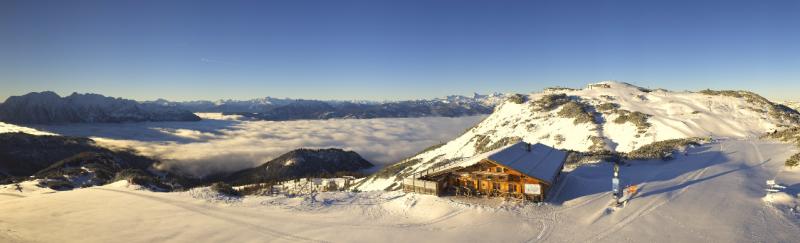 Prachtig weer deze ochtend op de Tauplitz bij -6°C. In de vallei hangt lage bewolking. Bron: roundshot.com