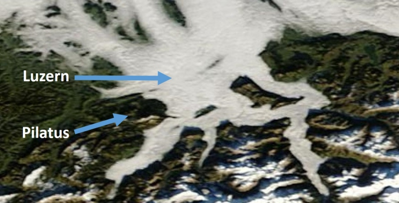 Terwijl Luzern in december vaak onder lage bewolking schuilging, torende de Pilatus erbovenuit.