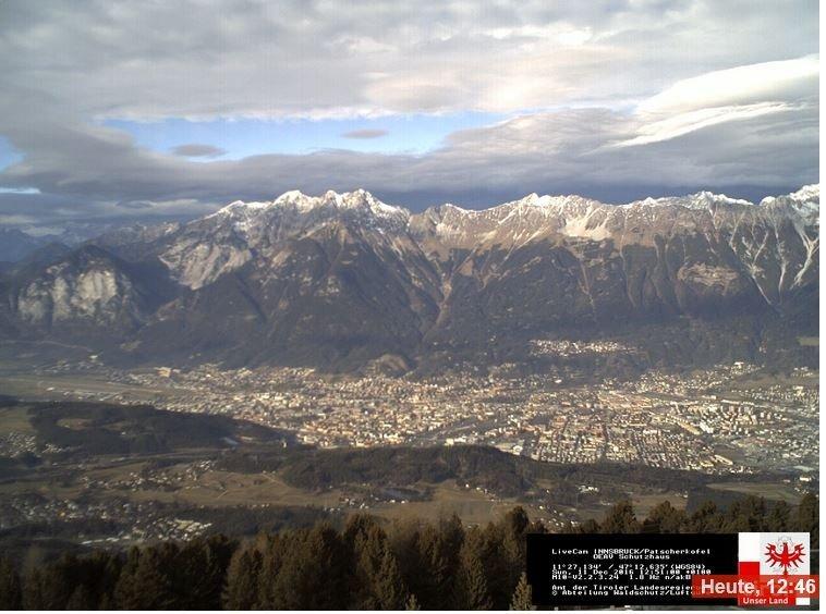 Vanaf de Patscherkofel (Innsbruck) is de bewolking in het noorden al goed te zien en neemt de bewolking steeds meer toe. Bron: Bergfex