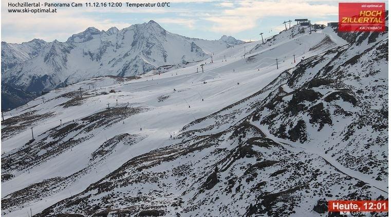 In Hochzillertal (12:00) is het halfbewolkt en was er nog redelijk wat ruimte voor de zon. Bron: Bergfex