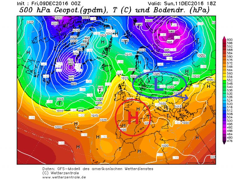 De drukkaart laat zien dat een kleine depressie via de Baltische staten naar het oosten trekt. Koudere lucht wordt meegenomen vanuit Scandinavië en bereikt de (oostelijke) Alpen. Bron: wetterzentrale.de