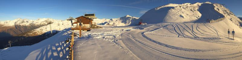 Schitterend weer in Valmeinier. Hogerop ligt nog wel wat sneeuw. Bron: webcam Valmeinier