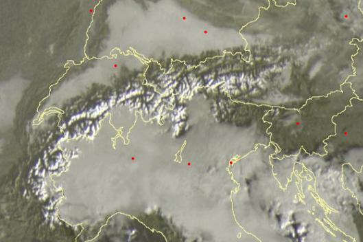 Veel hochnebel deze ochtend op verscheidene plaatsen in de Alpenregio. Bron: sat24