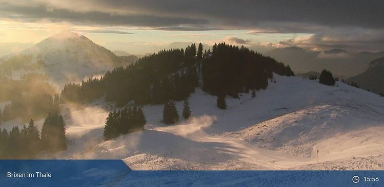 Beeld van Brixem in Thale (Skiwelt) van vrijdagmiddag. Het is halfbewolkt terwijl ten westen de zon volop kon schijnen. Bron: Bergfex.