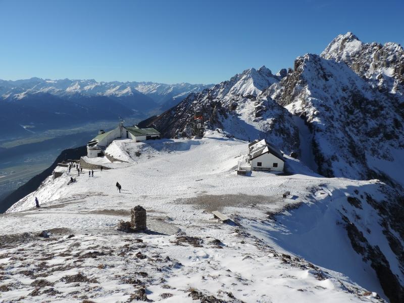 Volop zon afgelopen week in Tirol. Zo ook woensdag op de Nordkette bij Innsbruck. Boven de 2000 meter ligt er nog sneeuw voor zover deze niet is weggeblazen.