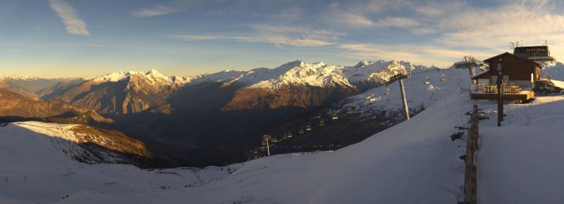 Zonnige condities in de westelijke Alpen leveren meestal wel prachtige webcambeelden op. (Valmeinier) Bron: https://valmeinier.roundshot.com/moneul-creyduquart/